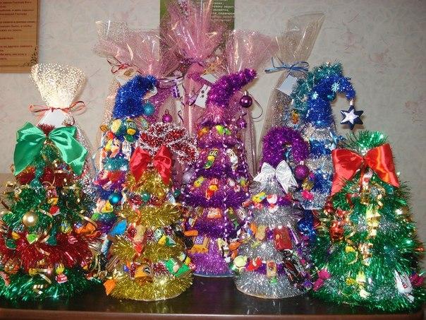 Делаем своими руками подарки из конфет