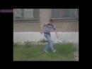 Пацан падает с крыши и танцует