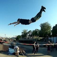 """""""Trickline day on sk8park😎 @dngrs @gibbonslacklines  #subculture #dngrs #dangerous #gibbonslacklines"""