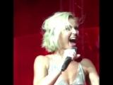 Полина Гагарина на концерте в момент гола на чм