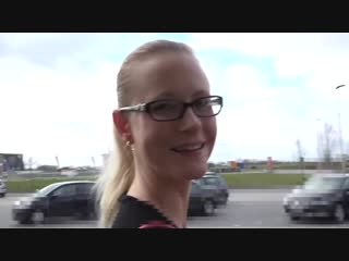 Blondehexe - fast food public spermawalk