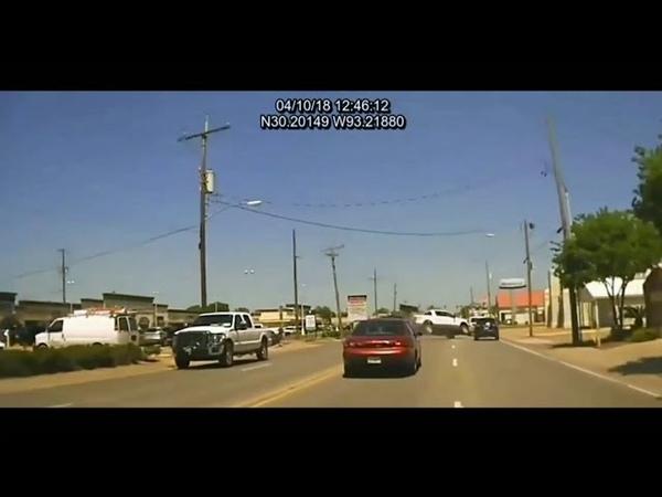Полиция Dashcam захватывает погоню за безрассудным водителем в Луизиане
