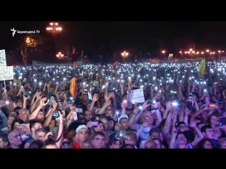 Նիկոլ Փաշինյանն արտասանում է «Իմ քայլը» բանաստեղծությունը