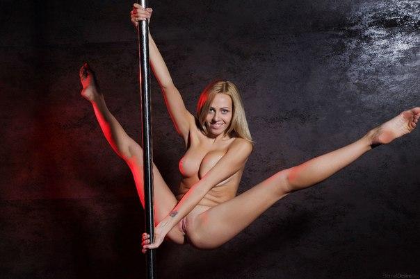 голая танцует стриптиз видео