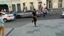 Таксист сбил мексиканских болельщиков в центре Москвы и пытался сбежать.