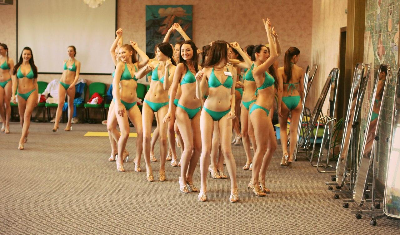 micro bikini dancing