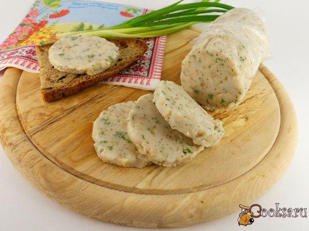 Простой рецепт очень популярной намазки. Отлично подойдет к борщу или легкому супчику в качестве бутербродов с черным хлебушком.