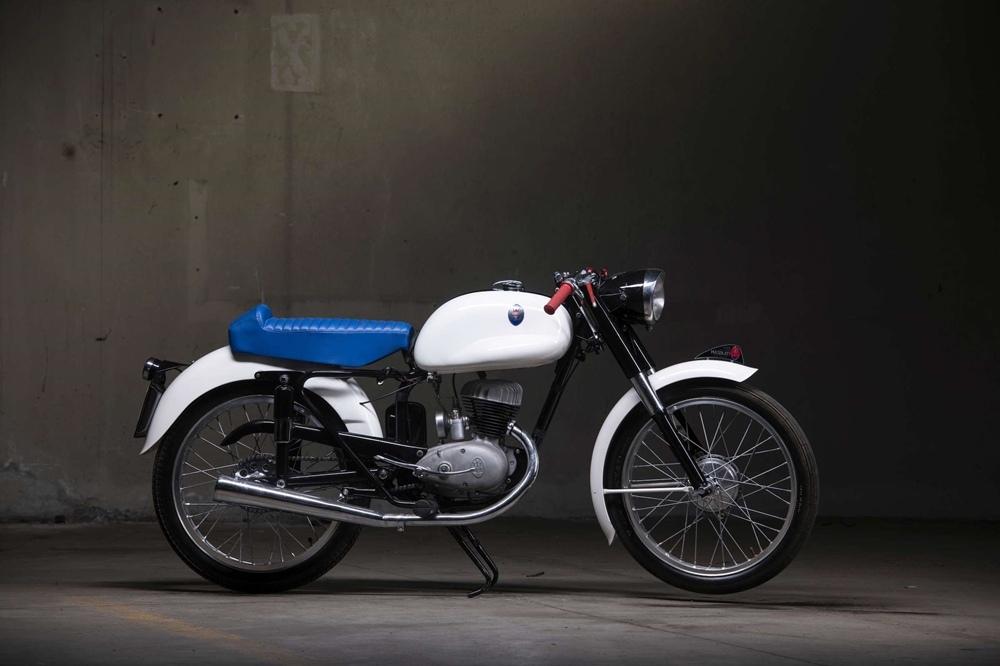 Старинный мотоцикл Maserati 125 Tipo T2 1955