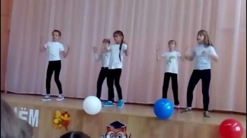 Танец девочек на День учителя