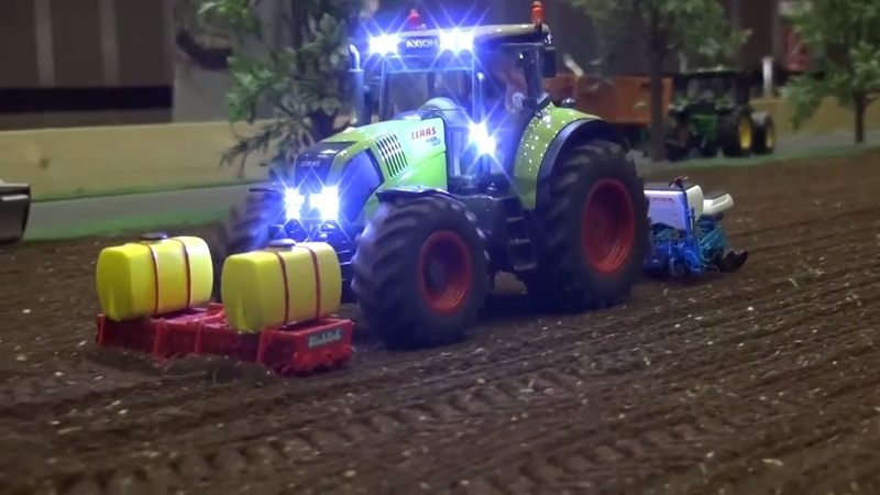 Siku Control Traktorado 2017. Modified tractor on the mobile diorama by Hof Mohr