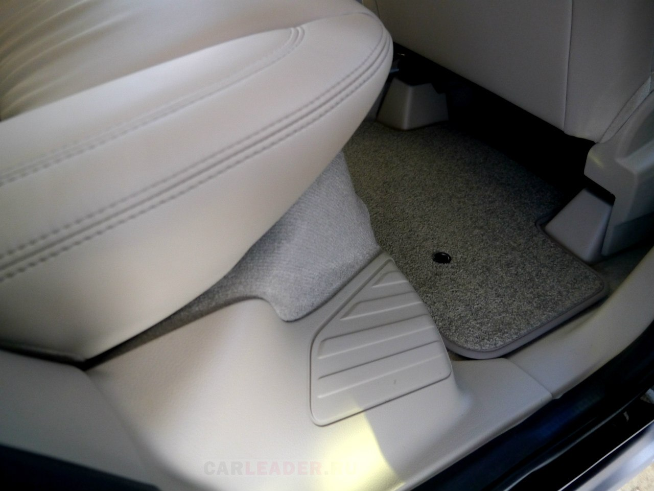 Кремовая кожа Land Rover Freelander 2013