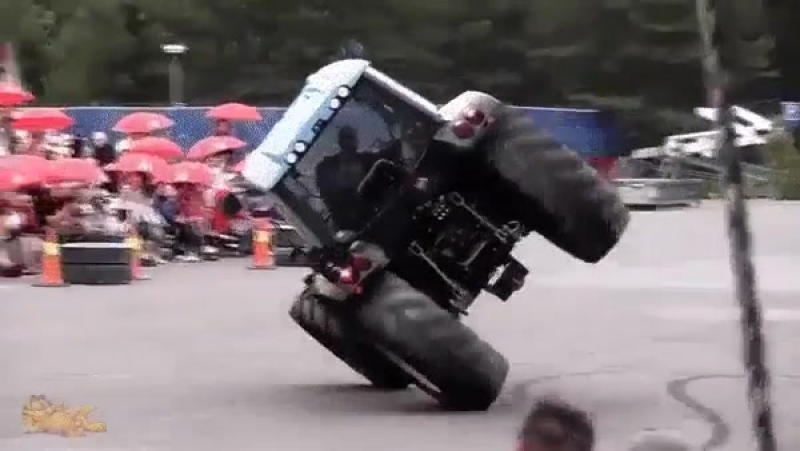 трактор рулит))