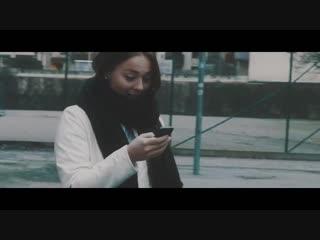 Loreen receives a phone call