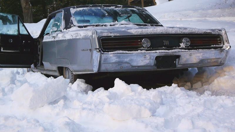 Starting 1968 Chrysler 300 in the Snow – 440 with Glasspack Muffler