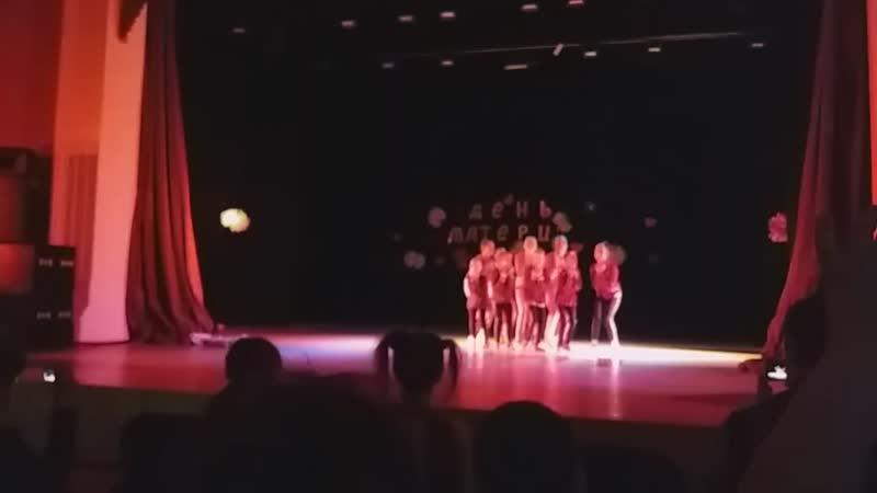 Первое выступление Даши на сцене концерт посвящённый Дню матери в дк Сода 25 11 18г