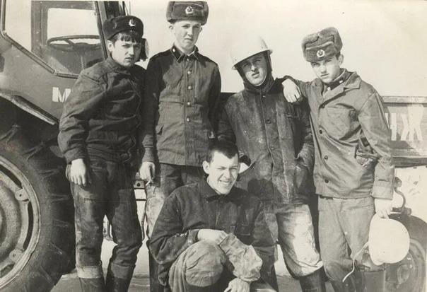 КОРОЛЕВСКИЕ ВОЙСКА Долгое время в народе ходил анекдот про строительные войска: «Есть в армии СССР самые страшные войска стройбат. Этим нелюдям в руки вообще оружие не дают». И в самом деле,