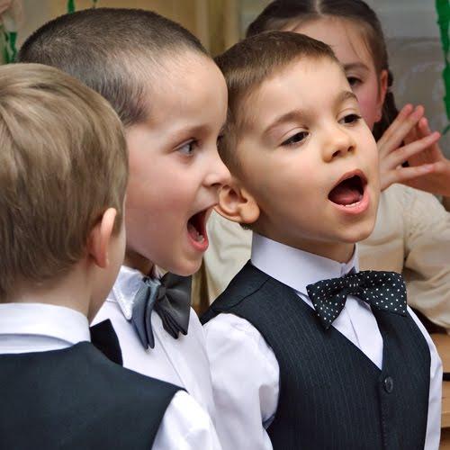 Молодой, серой в яблоках вскинул голову и посмотрел уроки музыке в начальной школе...