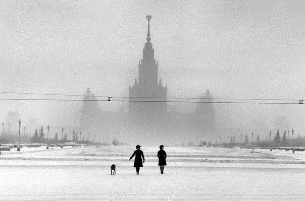 Здание МГУ на Ленинских горах, Москва, СССР. 1968 год