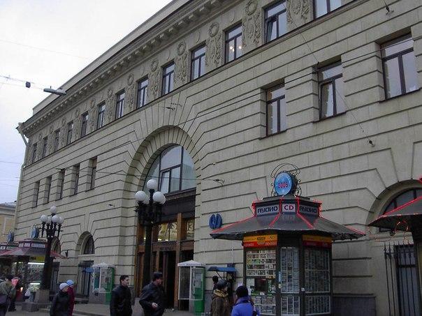 """09.11 Вход на станцию метро  """"Пушкинская """" будет закрыт в 2013 году."""