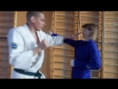 Защита от прямого в голову сюто дзёдан ути-укэ с уходом с линии атаки, нихон или ёхон нукитэ в горло. В Кёкусинкай карате