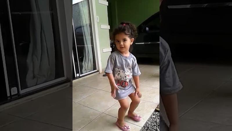 Maithê dançando funk