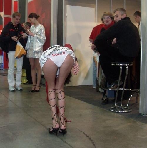 фото промоутеры в юбках: