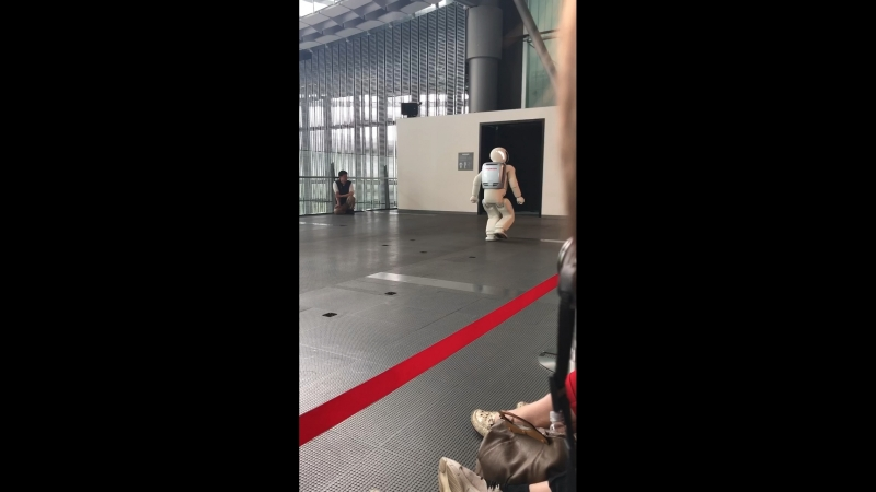 Знаменитый ASIMO. Музей передовых технологий Мирайкан - Токио.