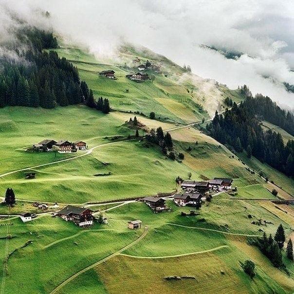 Небольшая деревня, Тироль, Австрия
