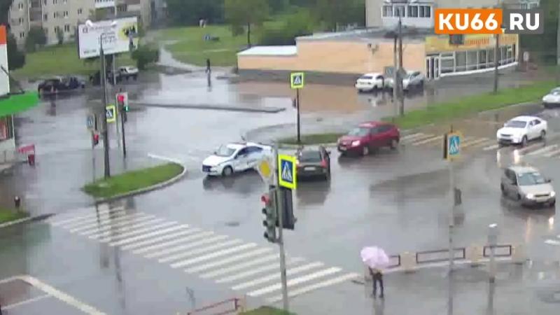 Машина ДПС попала в аварию