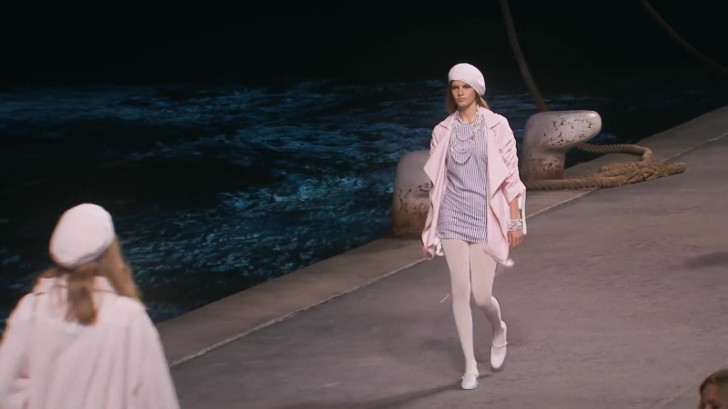 Chanel ¦ Cruise 2019 Full Fashion Show ¦ Exclusive