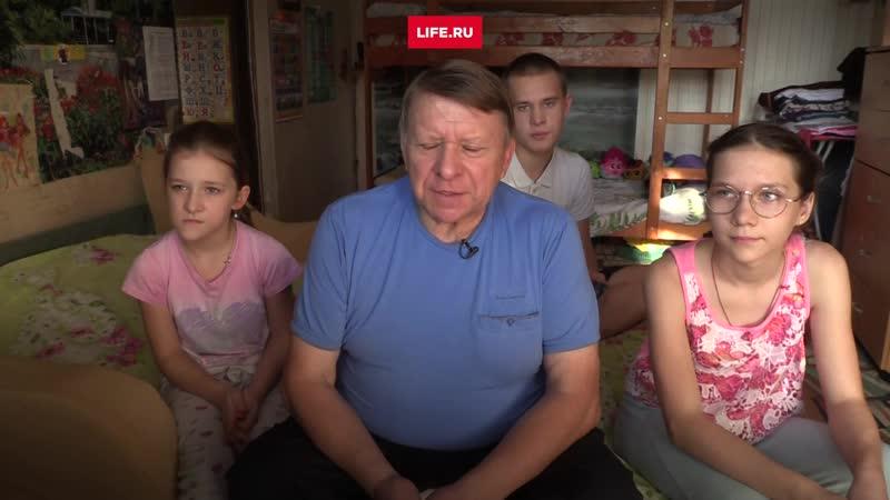 Многодетный отец-одиночка живет в крохотной однушке