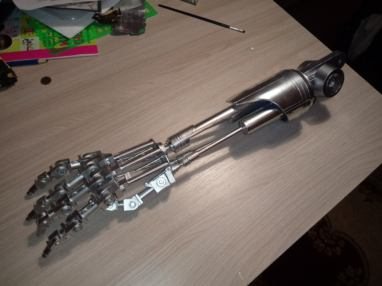 Рука терминатора. Модель 1/1.