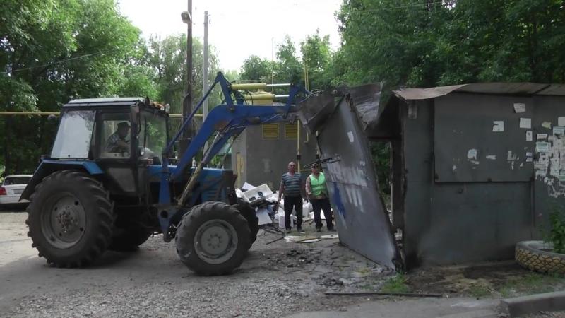 В Новочеркасске демонтируют незаконные нестационарные торговые объекты