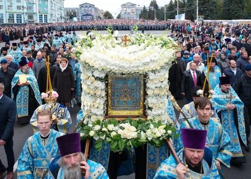 Куряне встречают чудотворную икону «Знамение»