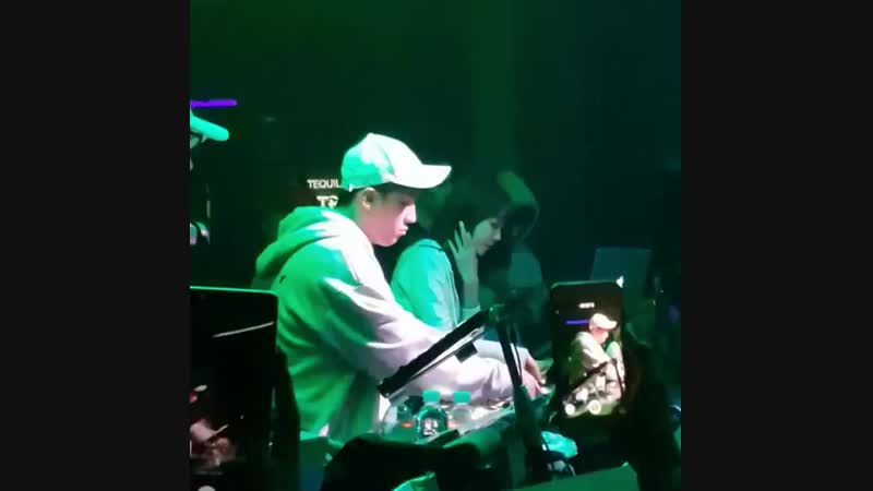 (12.11.18) Сынни на праздновании двухлетия создания NHR в клубе Burning Sun в Сеуле