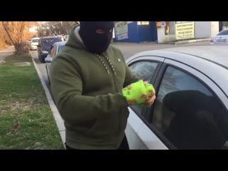 Что будет если попробовать разбить стекло в машине