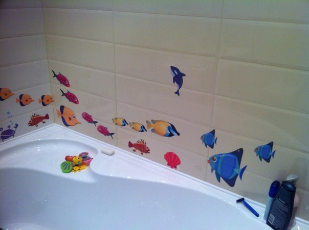 наклейки в ванную фото, наклейки в ванную рыбки фото, наклейки на кафель в ванную рыбки фото
