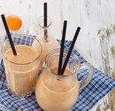 Вкусный пп-завтрак: абрикосовый смузи с кефиром и корицей