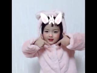 """Кавер танец от корейской малышки на песню TWICE """"TT"""""""