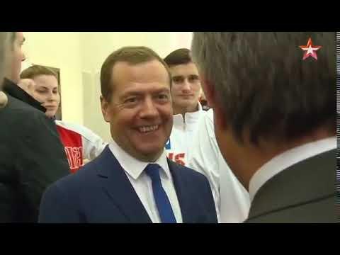 А что с футболом? Мутко Медведеву: Порвём всех!