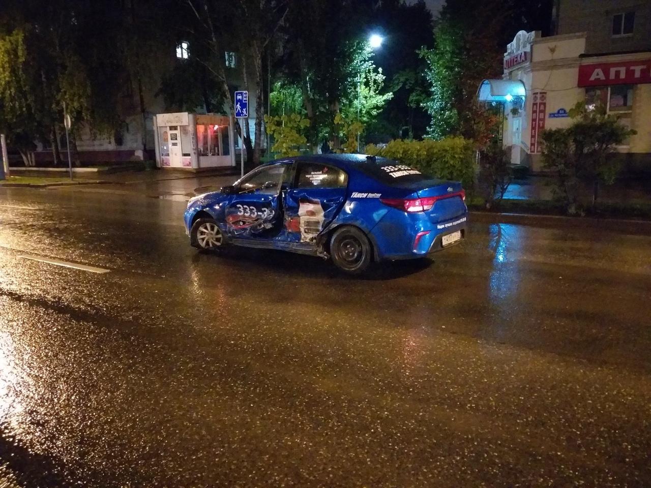 Ночное ДТП на Мельникайте с такси Нон-Стоп