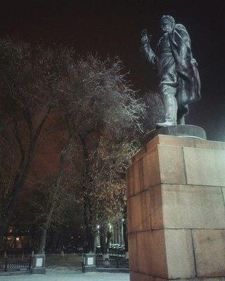 Эконом памятник Арка Певек Мемориальный одиночный комплекс из двух видов гранитов Петровск