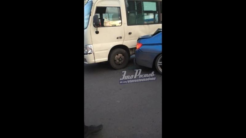 На площади Королева дрифтер на BMW влетел в маршрутку - 09.09.18 - Это Ростов-на-Дону!