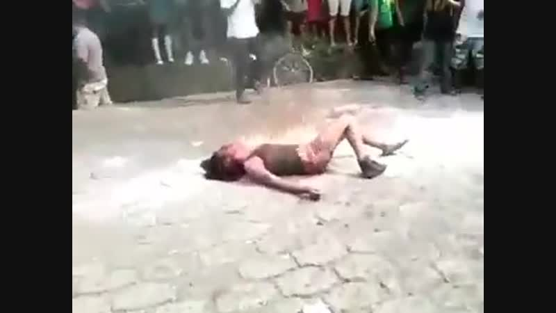 .Hindu girl burnt alive in Madhya Pradesh India because she attended a prayer meeting in a Christian church.