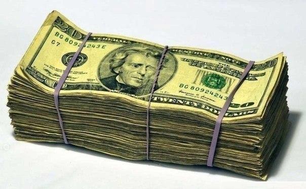 Пачка доларів