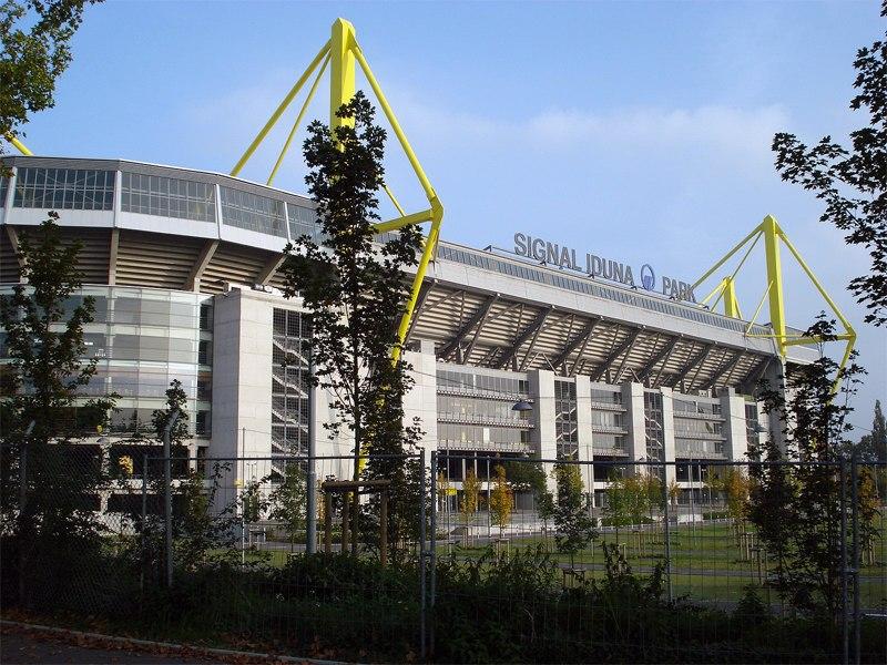 Стадион Сигнал Идуна Парк (Signal Iduna Park). Дортмунд, Германия.