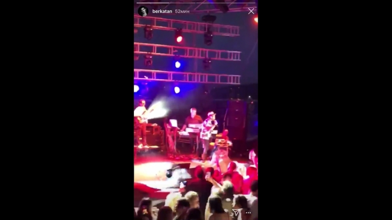 Берк на концерте Кенана Догулу