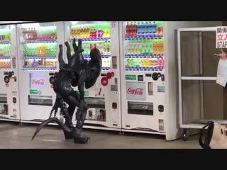 エイリアンがジュース飲みたそうでした - 東京コミコン tokyocomiccon