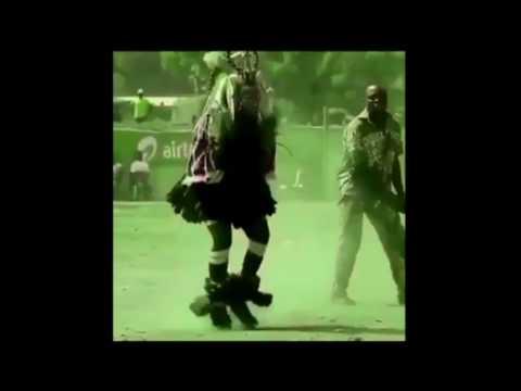 Папуасы танцуют под завораживающий ритм