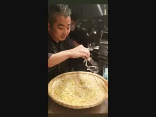 (05.12.18) Сынни в ресторане Wagyu Mafia в Токио (инстаграм 160515.11))